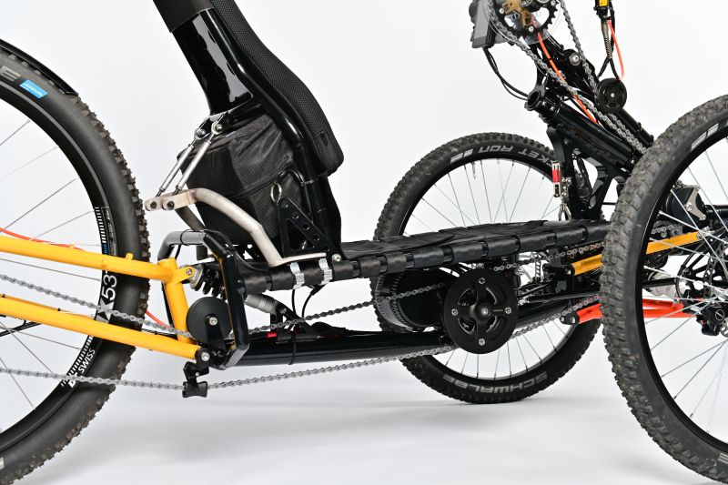 Mittelmotor unter dem Sitz, CrossCountry-Handbike