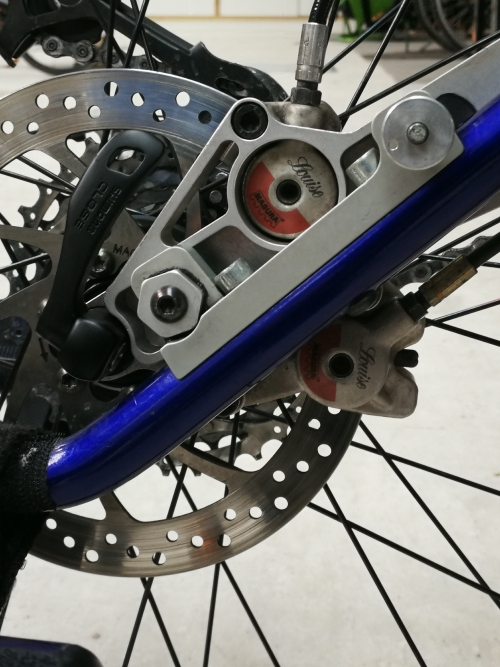 Zwei Bremsen auf einer Scheibe